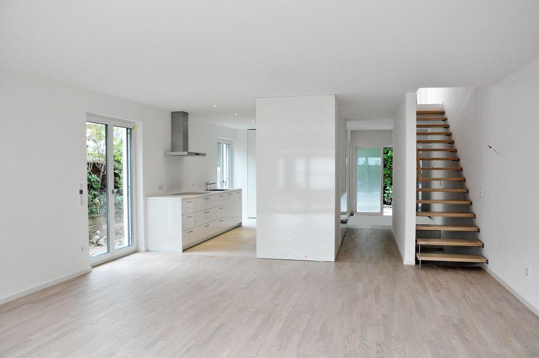 Gesamtansicht Erdgeschoss mit Küche und Treppe