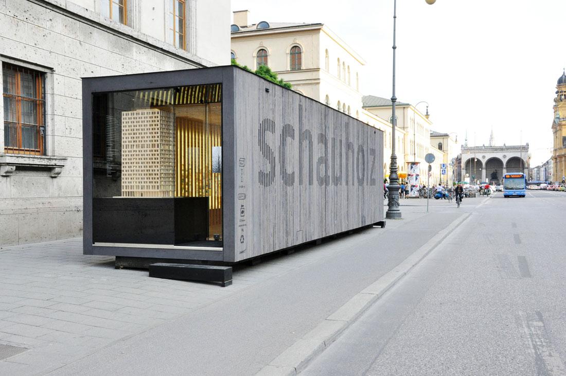 Schauholz Ausstellungsobjekt: Ludwigstraße München