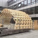 Testkonstruktion Halle aus Holz vor dem TU-Gebäude