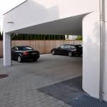 Parken und Eingangsbereich Mehrfamilienhaus in München
