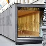 Schauholz Ausstellungsobjekt: Besuchereingang München